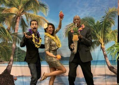 Soirée de gala entreprise sur le thème Polynésie, décors intérieurs photocall - Challenger Event