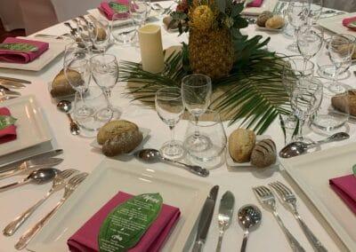 Soirée de gala entreprise sur le thème Polynésie, décors intérieurs repas - Challenger Event