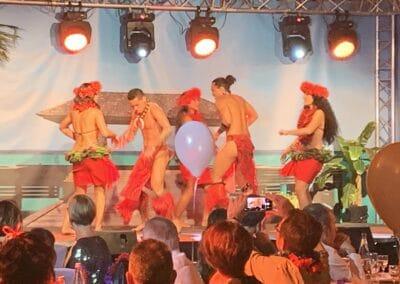 Soirée de gala entreprise sur le thème Polynésie, décors intérieurs et spectacle - Challenger Event